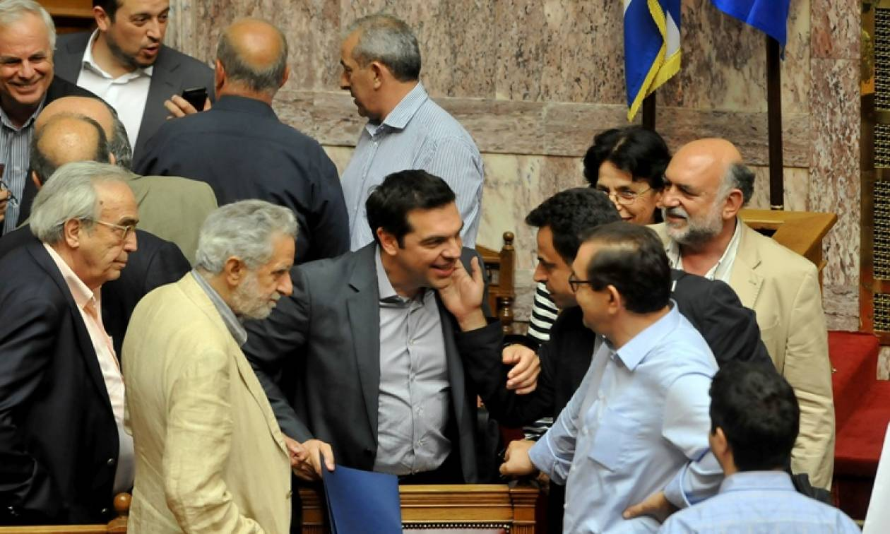 Μνημόνιο : Ο Τσίπρας δεν αφήνει τη θέση του – Δεν αλλάζει η κομματική σύνθεση της κυβέρνησης