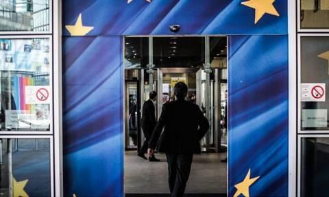 Ευρωπαϊκή Επιτροπή: Αναδιάρθρωση βλέπει η ανάλυση της βιωσιμότητας του ελληνικού χρέους