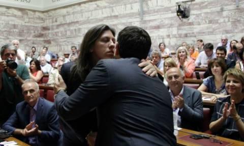 Βουλή: Το φιλί Τσίπρα - Κωνσταντοπούλου καρέ – καρέ (pics)