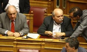 Βουλή: Όταν ο Βούτσης δεν μπόρεσε να αντισταθεί σε ένα cheesecake! (photos)
