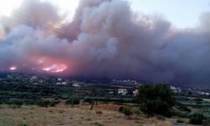 Πυρκαγιά στη Λακωνία: Αποκλείστηκε η κυκλοφορία από και προς τη Νεάπολη