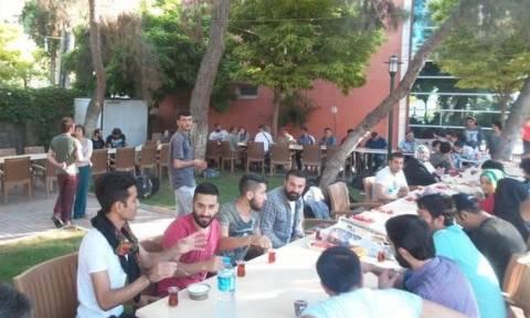 Πολύνεκρη έκρηξη στην Τουρκία: Συγκλονιστική φωτογραφία στιγμές πριν από την επίθεση