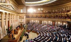Αυστρία: Τα νέα μέτρα αποτελούν σταδιακή έξοδο της χώρας από το ευρώ