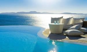 Πώς θα υπολογιστεί ο νέος ΦΠΑ στα πακέτα των ξενοδοχείων