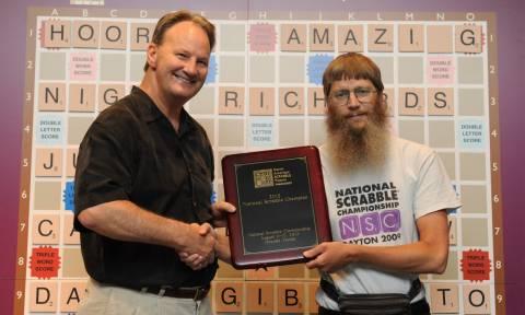 Νεοζηλανδός κέρδισε το πρωτάθλημα γαλλόφωνου Scrabble χωρίς να μιλάει… λέξη γαλλικά!
