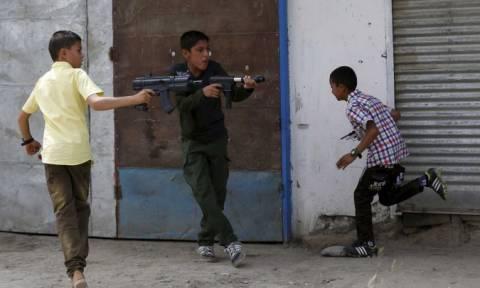 Γιατί στο Αφγανιστάν απαγόρευσαν την πώληση πλαστικών όπλων;