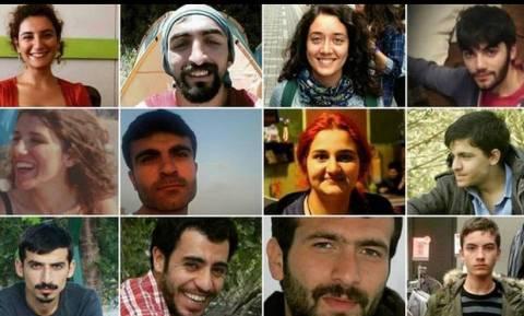 Τουρκία: Σε κλίμα συντριβής οι πρώτες κηδείες του μακελειού στη Σουρούτς (video & pics)