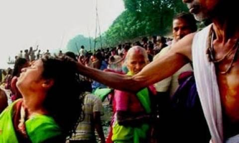 Ινδία: «Θεά» παρακίνησε συγχωριανούς της να  διαμελίσουν μια… μάγισσα!