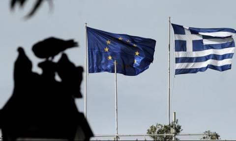 Οικονομολόγοι στο Bloomberg: Συρρίκνωση της ελληνικής οικονομίας το 2015