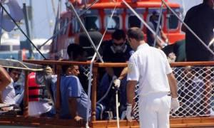 Σητεία: Ένταση στο λιμάνι με ομάδα μεταναστών να αρνείται να κατέβει από το πλοίο