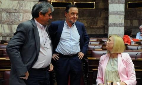 Μετρούν «κουκιά» στο Μαξίμου – Φουντώνει το «αντάρτικο» στη Βουλή