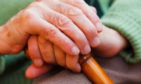 Σπείρα λήστευε ηλικιωμένους που μόλις είχαν «σηκώσει» χρήματα από την τράπεζα