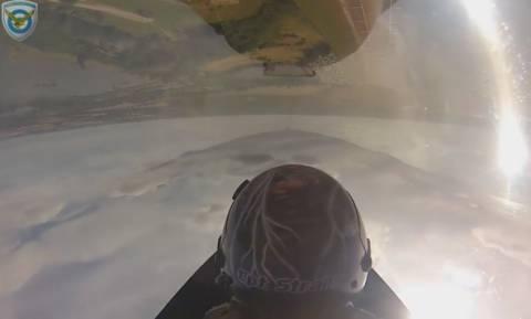 Εντυπωσιακά πλάνα από το πιλοτήριο του F-16 Ζευς (video) 7bc9cd1083e