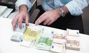 Bloomberg: Η διαμάχη για την Ελλάδα έχει προκαλέσει διαρκή ζημιά στο ευρώ