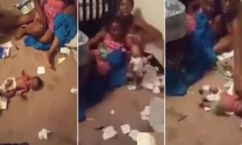 Βίντεο Σοκ: Σχιζοφρενής μητέρα κακοποιεί το 19 ημερών μωρό της!