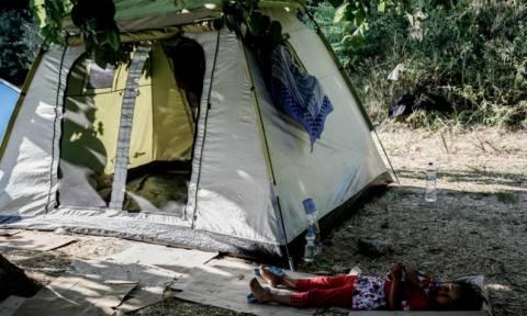 Υγειονομικός έλεγχος στους πρόσφυγες που βρίσκονται στο Πεδίον του Άρεως