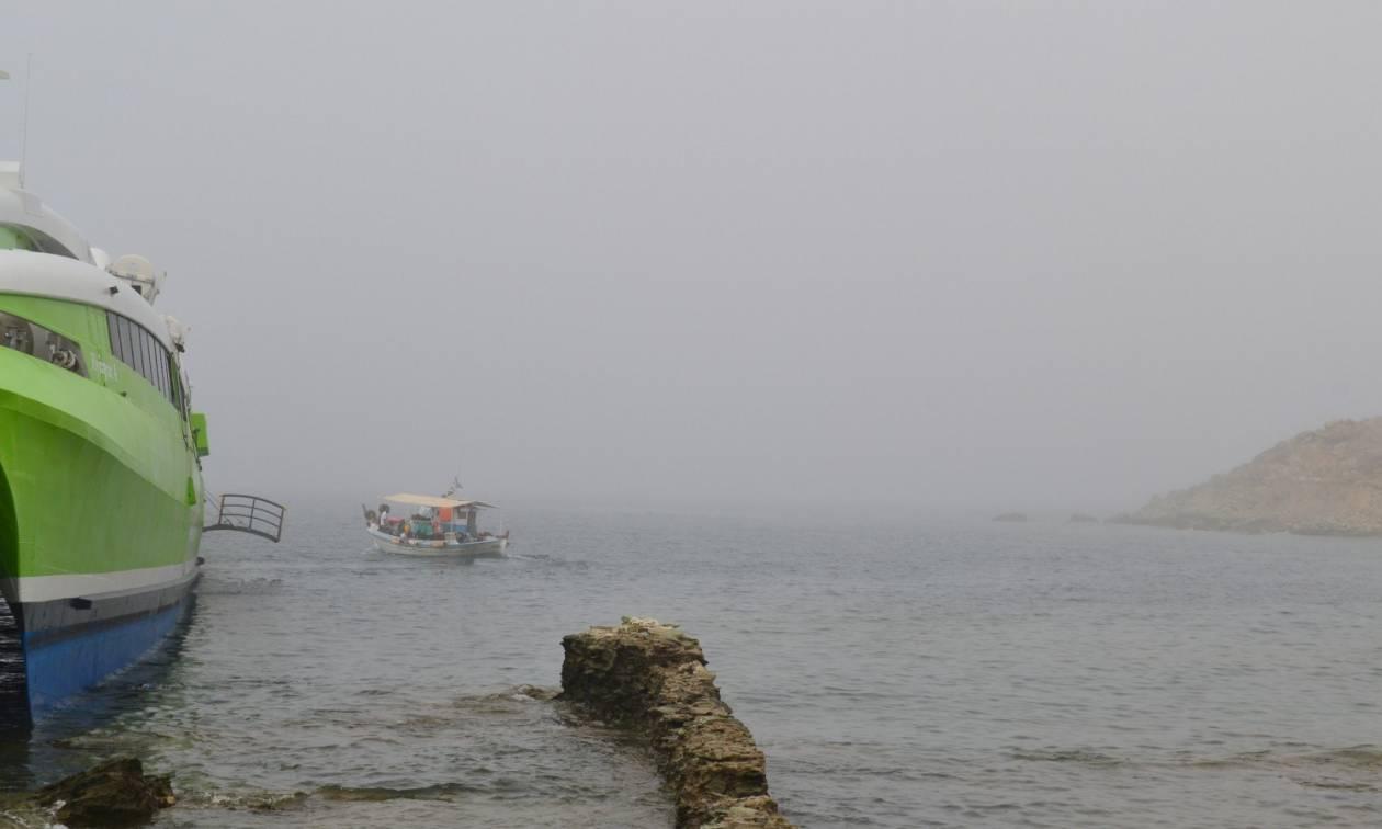Τήνος: Αποβιβάστηκαν στο λιμάνι οι επιβάτες του Flying Cat 4 που προσάραξε λόγω ομίχλης (pics)