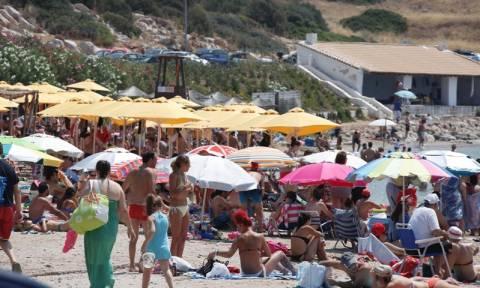 Καιρός: Στα ύψη ο υδράργυρος – «Βούλιαξαν» οι παραλίες σε όλη τη χώρα (photos)