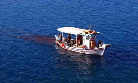 Αστακός: Ο ψαράς έμεινε άφωνος με το… κήτος που πιάστηκε στα δίχτυα του! (photos)