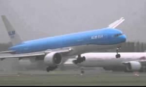 Η πιο τρομακτική προσγείωση που έχετε δει (video)