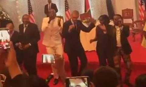 Κένυα: Ο... χορευταράς Ομπάμα και το κενυατικό Gangnam Style (video)