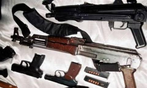 Δώδεκα προσαγωγές για δεκάδες πυροβόλα όπλα σε Αττική, Ηλεία και Πάτρα