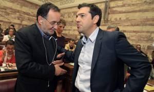 Σε «τριχοτόμηση» ο ΣΥΡΙΖΑ – Με την πλάτη στον τοίχο ο Τσίπρας
