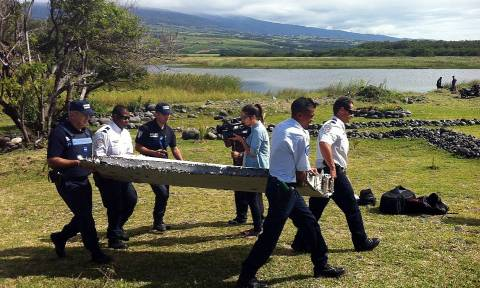 'Aircraft debris' found on Réunion island examined for MH370 links