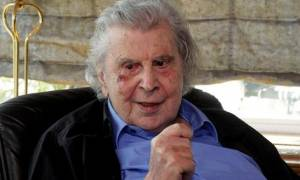 Μίκης Θεοδωράκης: Να γίνει σεβαστή η ετυμηγορία του ελληνικού λαού στο δημοψήφισμα