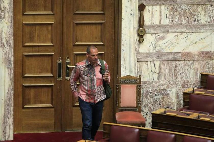 Το ροζ πουκάμισο του Βαρουφάκη που «ξεσήκωσε» τη Βουλή! (photos)