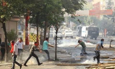 Τουρκία: Χάους συνέχεια με δύο αστυνομικούς νεκρούς