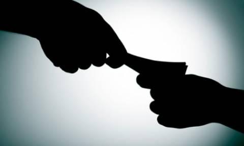 Αιγάλεω: Συνελήφθη υπάλληλος της εφορίας με προσημειωμένα χαρτονομίσματα