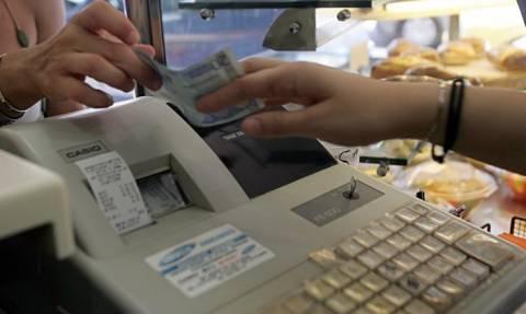 ΦΠΑ: Άλλο κόστος θα έχει το σουβλάκι στο τραπέζι και άλλο στο χέρι