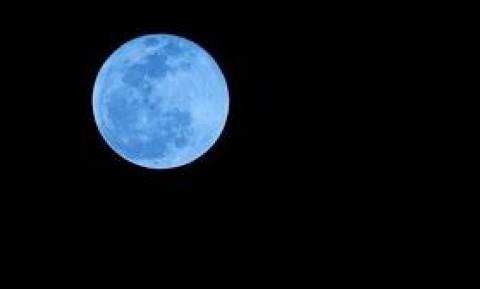 Μπλε πανσέληνος: Τι είναι το φαινόμενο που θα παρακολουθήσουμε απόψε