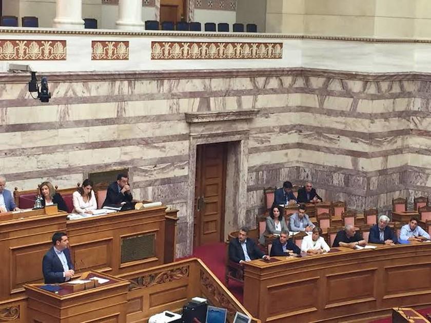 Βουλή: Περιφερειάρχες και κράτος συντονίζονται για την επόμενη μέρα