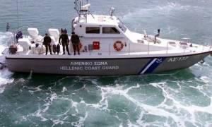Μέλη πληρώματος φορτηγού πλοίου έπεσαν στη θάλασσα και κολύμπησαν μέχρι τα Κουφονήσια
