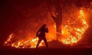 Πύρινος εφιάλτης στην Καλιφόρνια: Συνεχή μάχη με τις φλόγες δίνουν 10.000 πυροσβέστες (video)