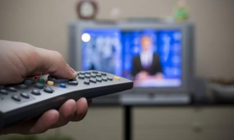 Τι πρέπει να κάνει η κυβέρνηση με τις τηλεοπτικές άδειες;