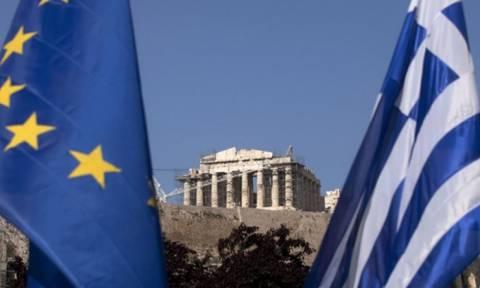 Telegraph: Η Ελλάδα χρειάζεται ελάφρυνση χρέους 100 δισεκ. ευρώ