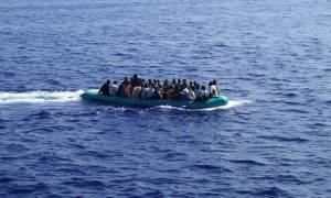 Ιταλία: Νέα επιχείρηση διάσωσης 381 μεταναστών βόρεια των ακτών της Λιβύης