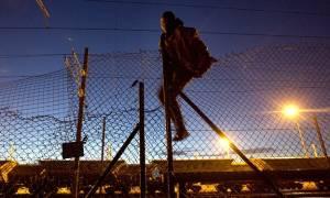 Μετανάστης κατάφερε να διασχίσει πεζή την υποθαλάσσια σήραγγα της Μάγχης φθάνοντας στη Βρετανία