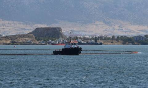 Ρύπανση στο Θερμαϊκό κόλπο προκάλεσε δεξαμενόπλοιο