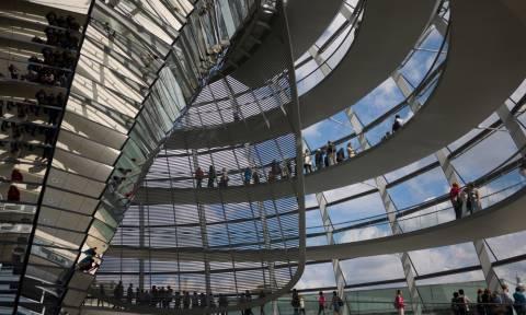 Spiegel: Γερμανοί βουλευτές φέρεται να ερευνώνται για εσχάτη προδοσία