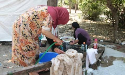 Έως την Τρίτη 11/08 η εγκατάσταση των προσφύγων του Πεδίου Άρεως στον Ελαιώνα