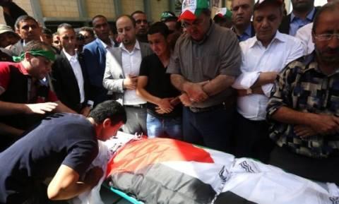 Δυτική Όχθη: Κοσμοπλημμύρα στην κηδεία του πατέρα του μικρού Άλι μετά τον εμπρησμό στο σπίτι τους