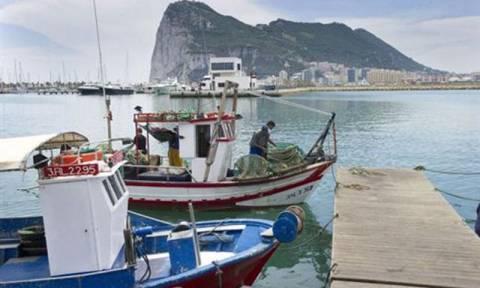 Η Bρετανία κατηγορεί την Ισπανία για παραβίαση της κυριαρχίας της στο Γιβραλτάρ