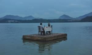 Κίνα: Το πιο ρομαντικό δείπνο γίνεται εν πλω (photos)