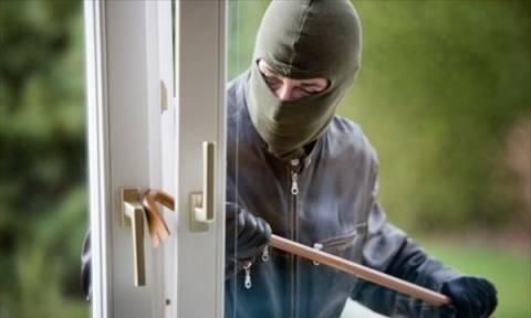 Έκλεβαν εξοχικά και ενοικιαζόμενα δωμάτια στη Χαλκιδική