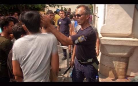 Κως: Αστυνομικός χαστούκισε μετανάστη (pics)