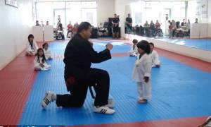 Ο 3χρονος που λάτρεψε το Διαδίκτυο: Δείτε τι κάνει για να περάσει τις εξετάσεις στο Taekwondo- video